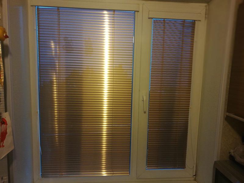 Горизонтальные жалюзи на кухонное окно